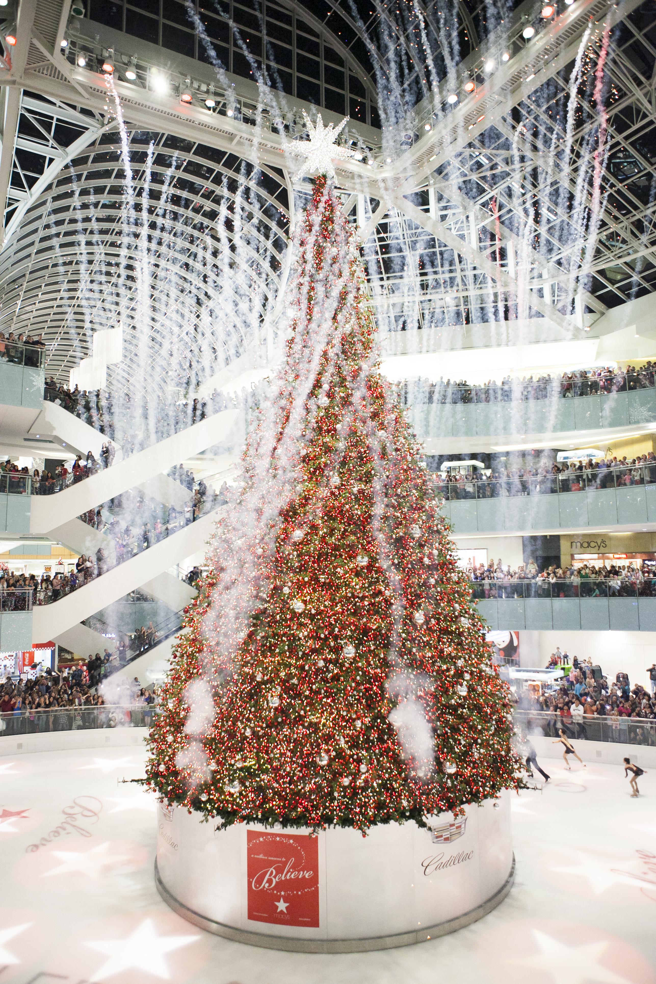 Christmas Tree Lighting Celebration at Galleria Mall   Dallas on